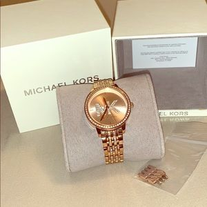 Women's Micheal Kors watch (Rose Gold)
